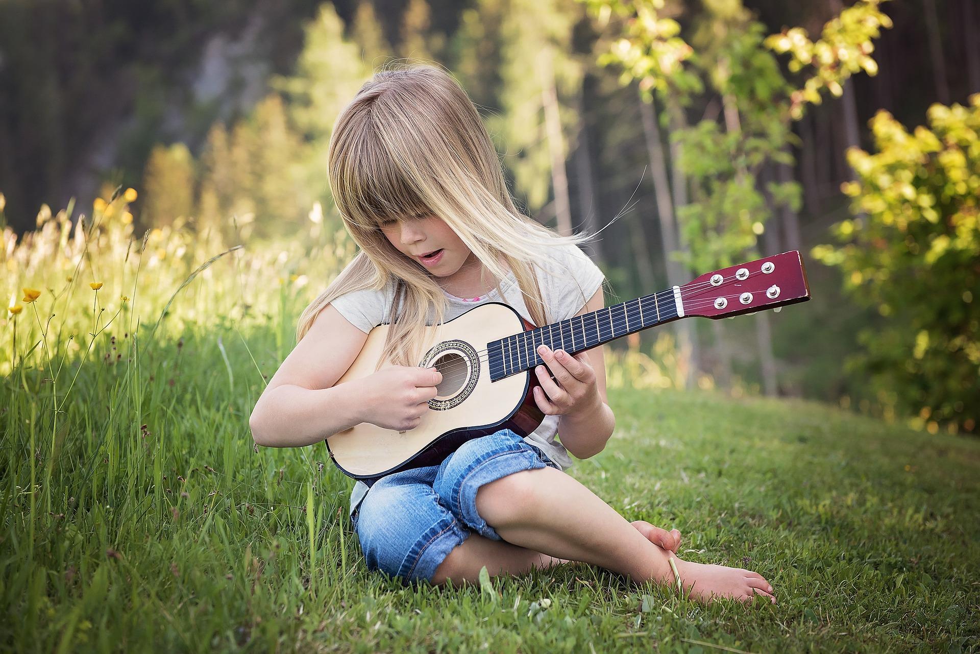 girl guitar - California Weed Blog